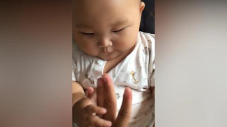 掰手指掰不过,宝宝就使出了自己的绝招,太让我意外了
