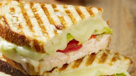 香蕉三明治的做法,三明治蛋糕怎么做好吃,加上香蕉这样烤出的三明治蛋糕好吃