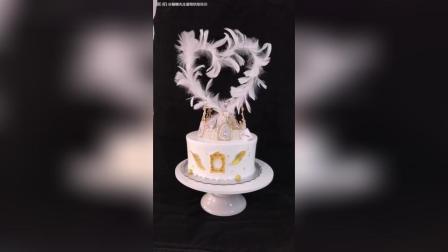 网红皇冠蛋糕, 蛋糕周围是翻糖饼干装饰!