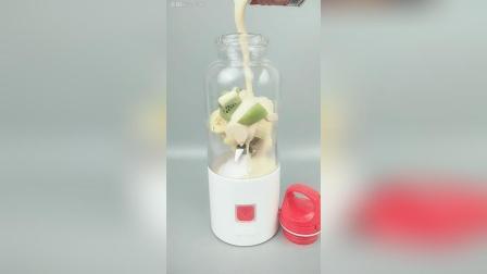 香蕉猕猴桃加酸奶, 一杯减肥奶昔。