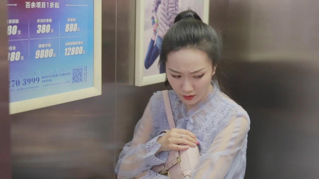 俩小伙电梯里敷面膜,吓得美女电梯开门就跑