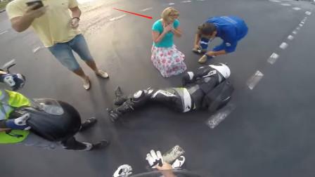 女司机是真的吓人,开欧宝撞翻骑手,红绿灯是看不见还是看不懂?