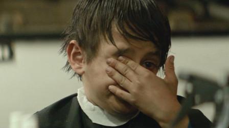 男孩生活十分贫苦,一怒之下状告父母,不经自己同意就生下了他!