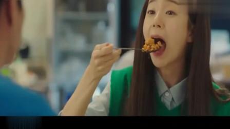 一起用餐吧:韩式海苔炒饭配上洋葱烤大肠,一勺一口简直太美味了!