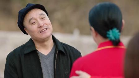 宋富贵广场和刘能媳妇斗舞,仿佛看到了赵四的身影,看完笑抽了