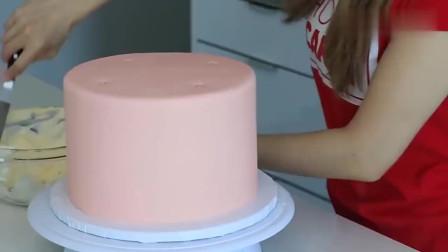 国外达人制作的旋转木马蛋糕,这也太精致了吧