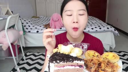 小姐姐吃奶油泡芙、黑森林蛋糕和蛋挞,甜滋滋的看着就想吃