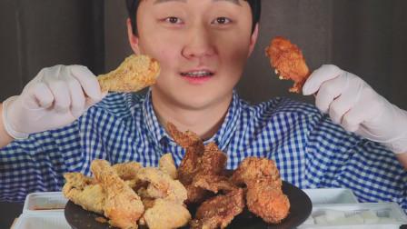 """韩国prumir吃播:""""雪花奶酪炸鸡+酱油蒜香炸鸡"""",我都很喜欢吃"""