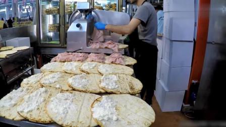 意大利街头美食小吃,扁面包卷火腿和奶酪