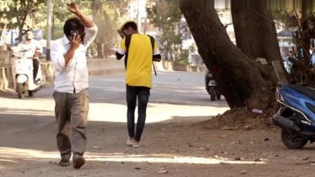 国外恶搞视频:小伙拿着水瓶打喷嚏,这是在挑