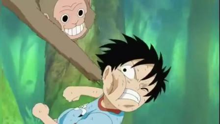 海贼王:路飞和猴子打架,竟然被虐了!感觉小时候的路飞最好看
