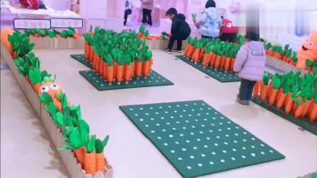 创意手工,小班孩子,拔萝卜!萝卜全是矿泉水瓶子制作的哦!