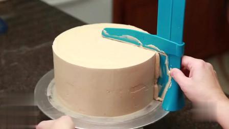 美食诱惑 蛋糕师涂奶油这手艺真不错 蛋糕奶油涂抹全过程