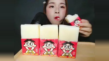 声控吃播:吃播小姐姐吃旺仔牛奶冰,奶香味道是幸福的味道!