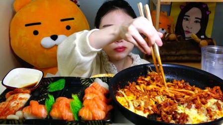 卡妹吃三文鱼寿司、芝士里脊肉炖粉条,小姐姐嘴巴都塞得满满的!