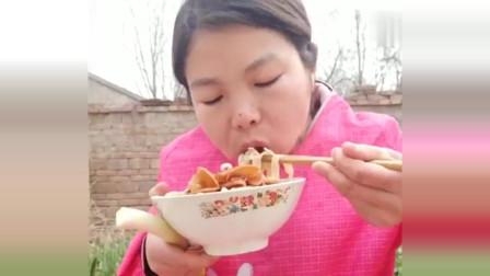 看农村小刘吃面条就是过瘾,竟是幸福的味道,你们服不服?