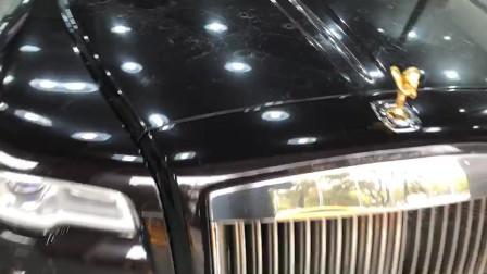 很难想象这车如果没贴透明膜会怎么样?维修费估计不低于六位数
