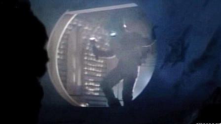 宇航员遭不明生物袭击,可怕的是,死后身体被控制,船员浑然不知!