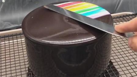 """网红蛋糕,一秒变成""""彩虹"""",你看出这是怎么弄的了吗?"""