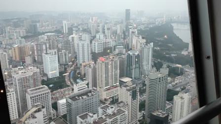 广西南宁最高楼地王大厦,广西二胖在最顶层看风景,这是目前广西最高的楼