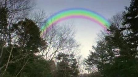 迪迦奥特曼 胜利队发现了天空上的彩虹,彩虹的颜色居然是上下颠倒的!