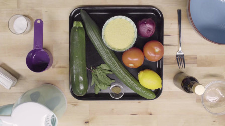 橄榄油食谱| 加入西班牙特级初榨橄榄油的蔬菜库斯库斯