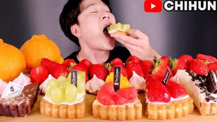 """韩国吃播:""""水果小蛋糕+草莓+饼干"""",小伙吃得真香,看得都馋了"""