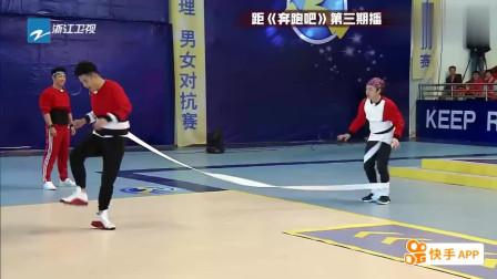 王祖蓝原地转圈带子没转完就跑,结果重重的摔在地上鹿晗笑到失控