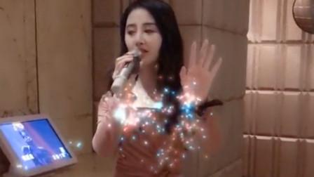 美女翻唱一首《悟空》,一开嗓整个包厢都安静了!网友:这嗓音太厉害了
