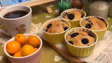 蓝莓爆浆蛋糕的做法推荐给大家,赶快学习一下吧
