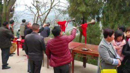贵州农村结婚办酒,3米长的唢呐,不是一般人能吹的