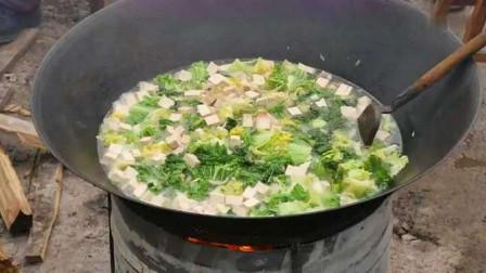 贵州农村流水席,豆腐煮白菜,好清淡的一道素菜