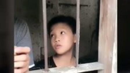 农村搞笑视频铁门铁窗铁锁链