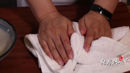 女厨师3分钟教做香煎虾饼,制作流程讲解详细,早餐五六个不够吃