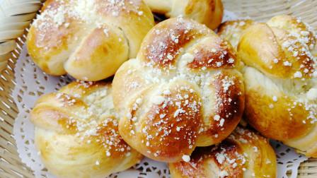 炼乳花环面包表面油酥粒的制作和花环造型的整形手法