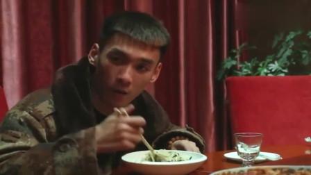亿万富豪在自家饭店吃饭,惨遭老同学冷眼相对,结局惨被打脸!