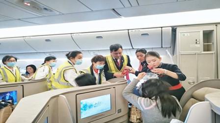 生命至上!飞机旅客突发不适 东航放油39吨备降救人