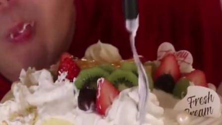 吃一整个动物奶油蛋糕都不会腻,这蛋糕坯就像奶油一样软