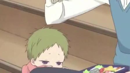 学园奶爸:虎太郎和哥哥一起吃便当,圆圆的小脸太可爱了,哈哈!