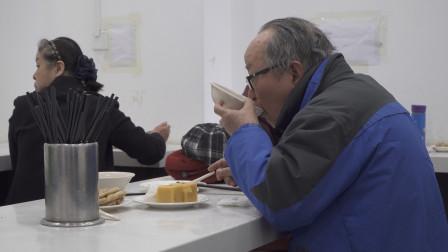 这个黑暗料理又酸又臭,3代以上的老北京才爱喝,还排着队去买