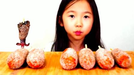 你比食物更美味!韩国萌娃吃芝士热狗棒,丝拉了这么长瞧高兴的