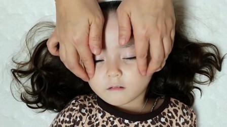 美容护肤从娃娃抓起!韩国辣妈帮5岁女儿美容,睫毛好长好萌啊