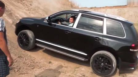 汽车:大众途锐与凯迪拉克凯雷德是不是一个档次的?比一下爬坡就知道了