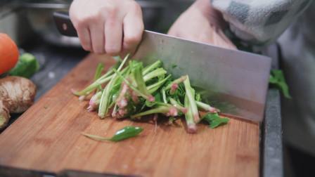 怎样将菠菜炒得不涩,虾仁怎么做好吃,加入鸡蛋后又是怎样的味道,请看今日视频