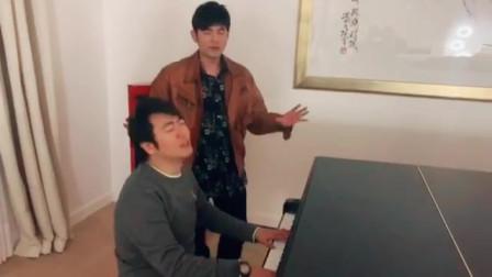 周杰伦教朗朗弹钢琴