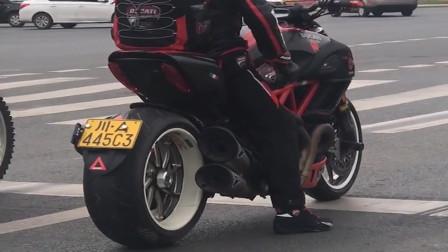 哥们这摩托车真帅,不是吹牛的给我一台还要什么奔驰宝马啊