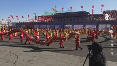 山西天镇县威风锣鼓进城为全国人民表演,配上舞龙真壮观