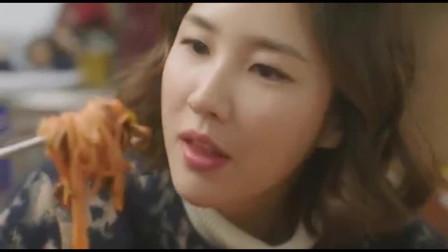 一起用餐吧:韩国炸酱面看起来好有胃口,女主