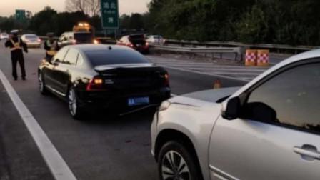 奇瑞瑞虎高速上追尾沃尔沃S90,看到车尾时!网友:怕是假的吧