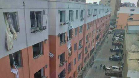 现场   内蒙古呼和浩特市一居民楼疑似天然气爆炸 致1人死亡2人受伤